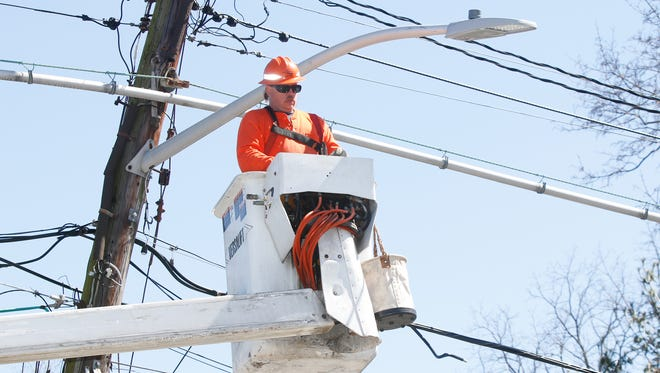 Steve Homic of D & M Electric in Elmsford replaces street lights along Old Mamaroneck Ave in White Plains.