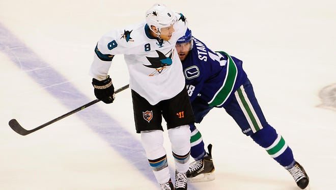 San Jose's Joe Pavelski (8) can play center or wing, but could end up as the USA's top center in Sochi.