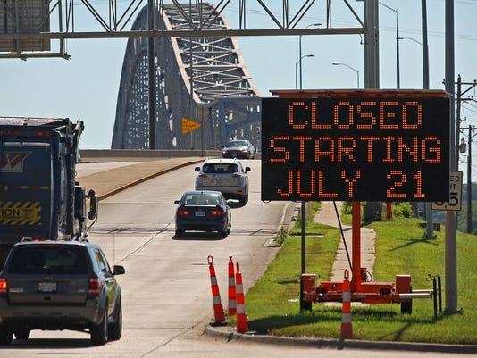 Bridge Closure Dubuqu_Riep