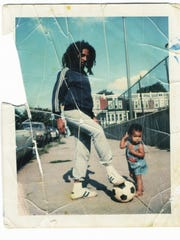 Bob Marley in the fall of 1976 in front of his house