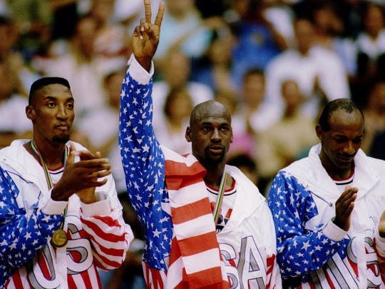 USA BASKETBALL TEAM MEMBERS MICHAEL JORDAN (MIDDLE) SCOTTIE PIPPEN (LEFT) AND CLIDE DREXLER (RIGHT) ACKNOWLEDGE THE CROWD AFTER RECEIVING THEIR GOLD MEDALAS MEMBERS OF THE DREAM TEAM DURING THE 1992 BARCELONA OLYMPICS IN BARCELONA, SPAIN. Man