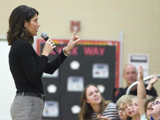 Rep. Kristi Noem speaks with a Robert Bennis Elementary