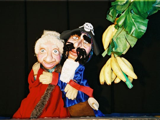 A monkey, a pirate and a valuable banana treasure all