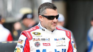 Tony Stewart's run at fourth title in danger in first Chase round