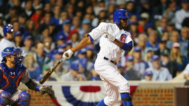 Dexter Fowler re-signs with the Cubs.