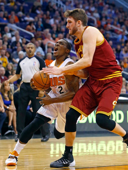 Phoenix Suns guard Eric Bledsoe (2) works against Cleveland Cavaliers center Spencer Hawes (32) during the first half of their NBA basketball game, Wednesday, March 12, 2014, in Phoenix, Ariz. (AP Photo/The Arizona Republic, David Kadlubowski) MARICOPA COUNTY OUT; MAGS OUT; NO SALES.