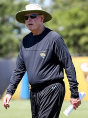 Tom Coughlin is 70 and manages to walk like Lombardi
