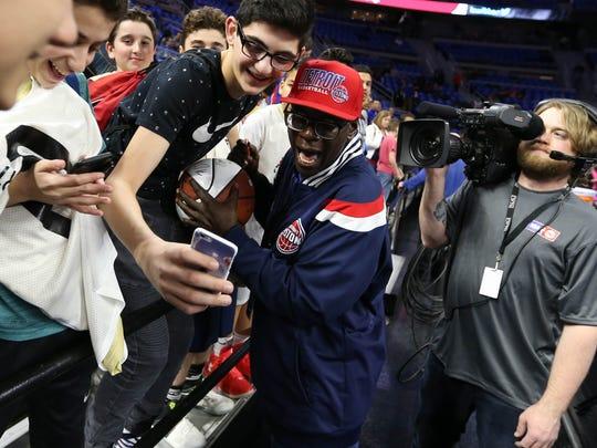 Detroit Pistons announcer Mason signs autographs before