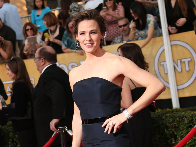 Another weekend, another awards show. We're right in the middle of awards season and the stars are getting plenty of practice walking the red carpet, this time at the Screen Actors Guild Awards where stars from film and television come together for one special night. How special? Well, Oprah's there – and nominated – so that seems pretty special to us. Jennifer Garner arrives on the red carpet.