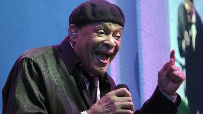 Vocalist Al Jarreau will receive a lifetime achievement award in October from the Wisconsin Foundation for School Music.