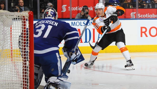 Travis Konecny is still on the Flyers' fourth line as they attempt consecutive road wins for the first time since January.