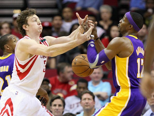 9-27-omer-asik-dwight-howard-rockets