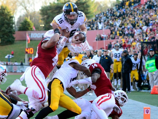 C.J. Beathard dives into the end zone from 7 yards out to give Iowa a 21-17 halftime lead at Indiana.