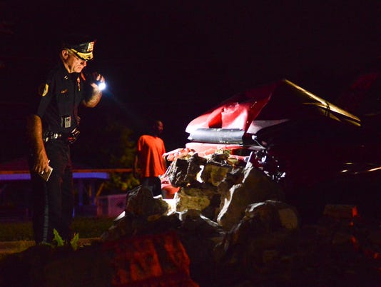 Des Moines police investigate crash