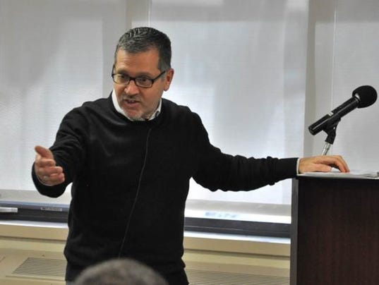 636263096364428148-fr-mike-calabria-makes-a-point-during-his-lecture.jpg