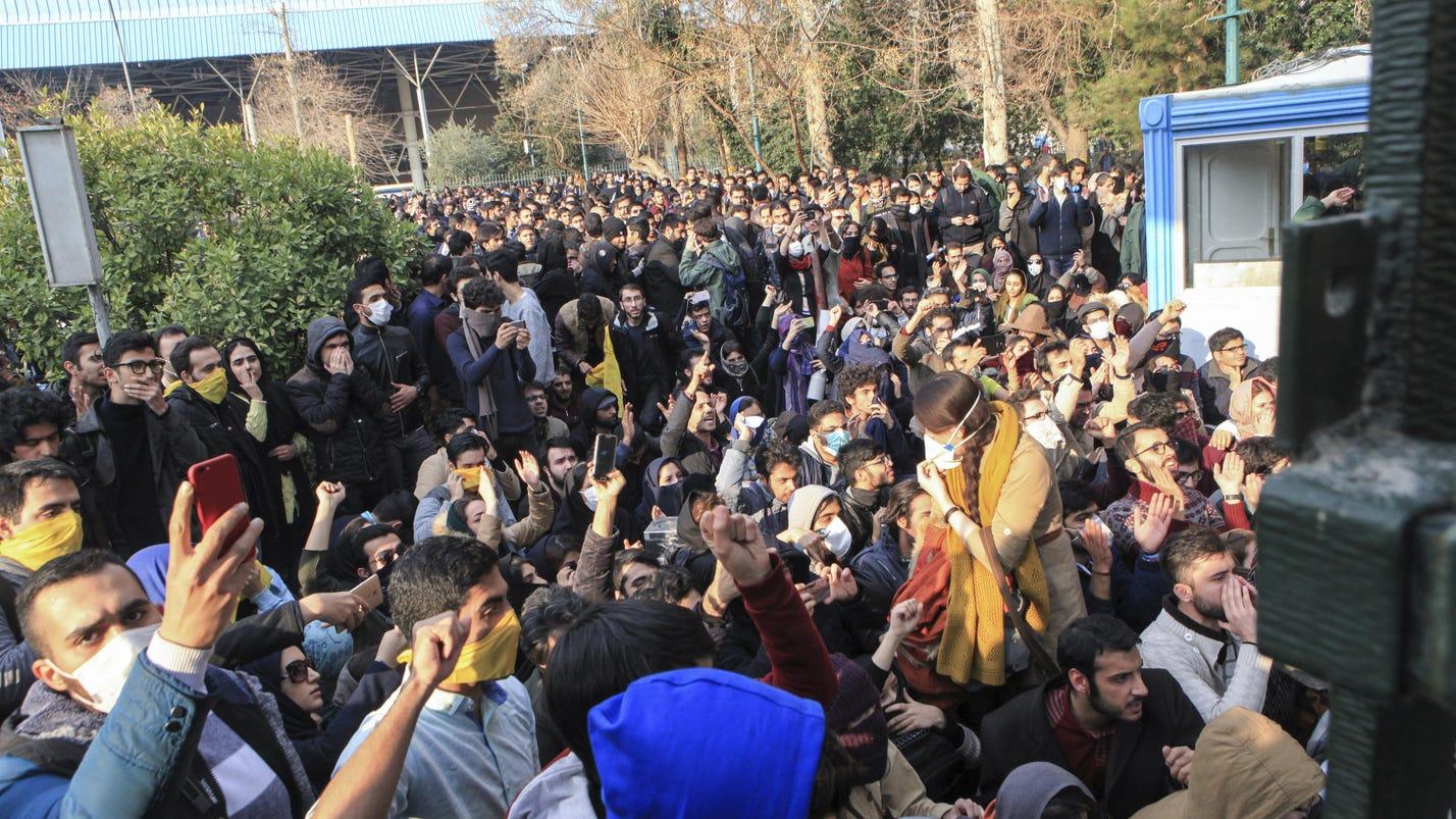 2 protesters in Iran die as social media apps blocked