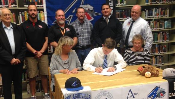 North Buncombe senior Hunter Burnette has signed to