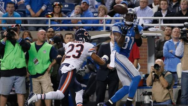 Calvin Johnson #81 of the Detroit Lions catches a second quarter touchdown infront of Kyle Fuller #23 of the Chicago Bears at Ford Field on November 27, 2014 in Detroit, Michigan.