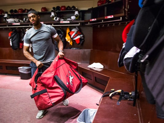 Arizona Coyotes clean out lockers