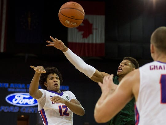 Former Reitz High standout Dru Smith is recording an assist on more than 50 percent of Evansville's baskets while he's been on the floor.