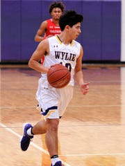 Wylie guard Steven Lopez (10) brings the ball down