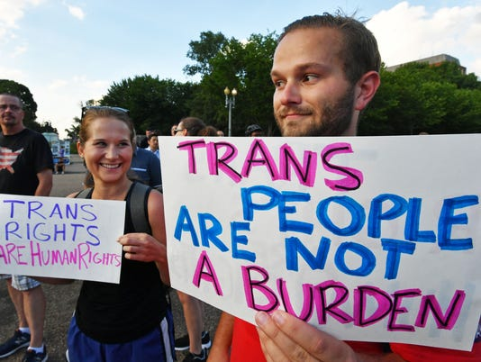 US-POLITICS-MILITARY-TRANSGENDER-TRUMP-PROTEST