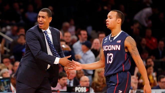 Connecticut Huskies head coach Kevin Ollie congratulates guard Shabazz Napier (13) as they hold off Boston College Eagles at Madison Square Garden. Connecticut Huskies defeat the Boston College Eagles 72-70.