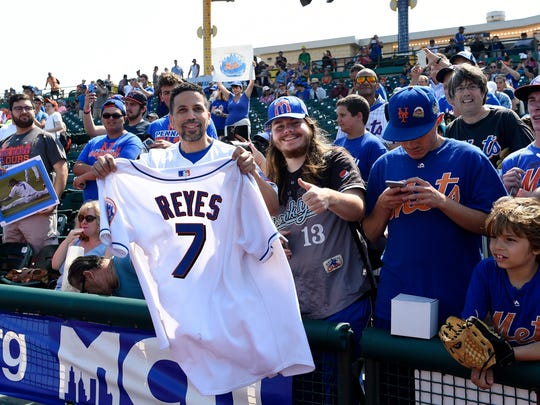 Jose Reyes was greeted warmly by many fans during his
