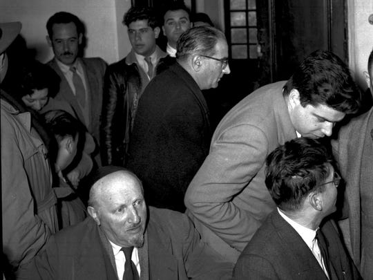 Israel Kastner (top) and Malkiel Grinwald (front) at the Kastner-Grinwald trial.