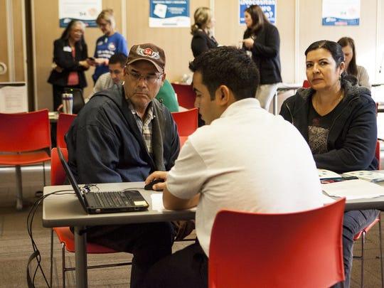 Destacaron que la mayoría de los inmigrantes trabajan y pagan impuestos que financian programas como Medicare (seguro médico) y el Seguro Social (jubilación).