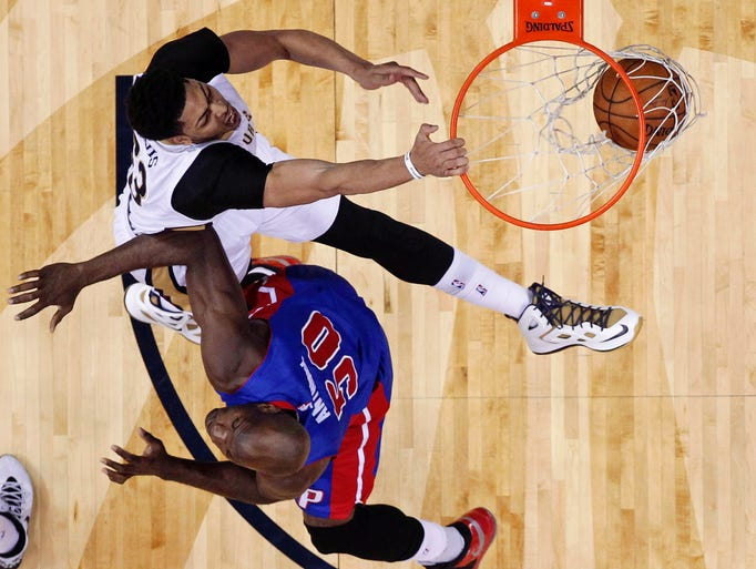 Pelicans forward Anthony Davis, top, dunks against