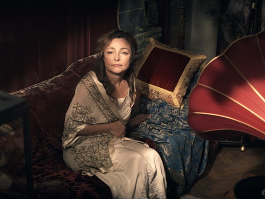 Marguerite Dumont (Catherine Frot) loves to sing in