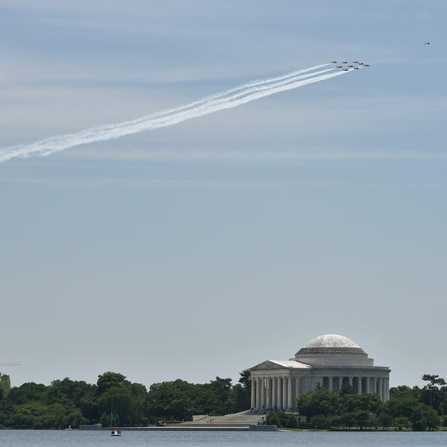 Canadian Armed Forces Snowbirds fly over Washington DC