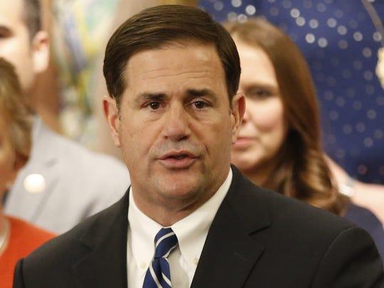 Doug Ducey, gobernador de Arizona.