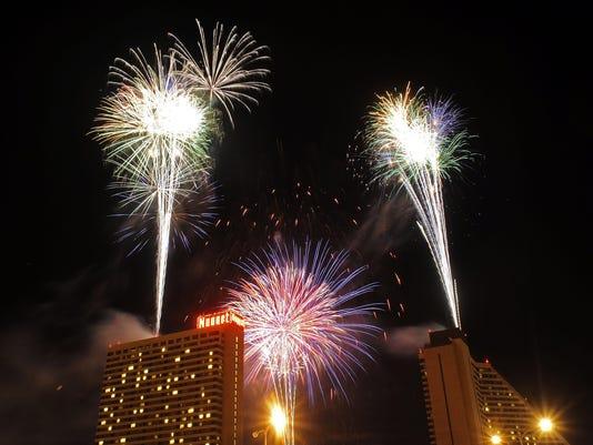 -FireworksNugget4th Gal 070410I.jpg_20100705.jpg