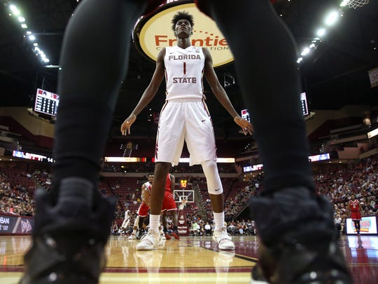 FSU's Jonathan Isaac prepares to defend an inbounds