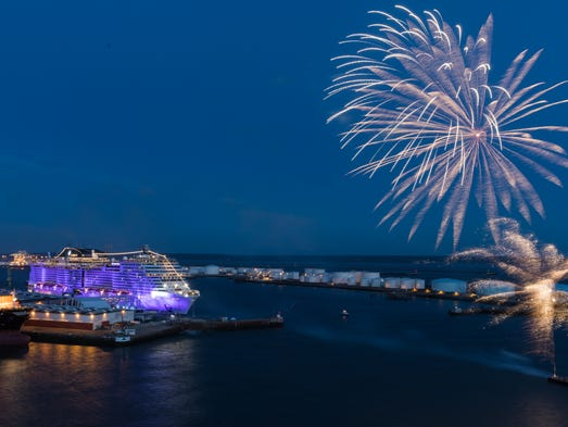 Evénéments - Page 3 636321121321351432-Fireworks-complete-the-christening-of-MSC-Meraviglia