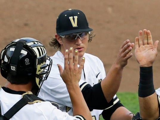 CWS Vanderbilt Louisville Baseball (3)