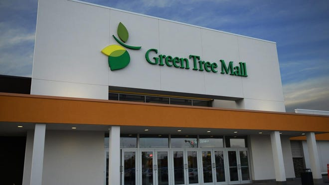 The main entrance to Green Tree Mall.