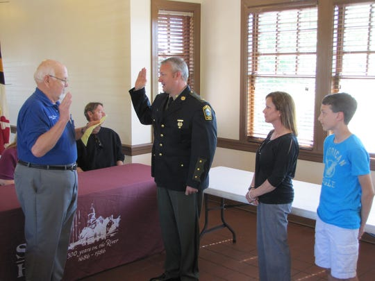 Snow Hill Mayor Charlie Dorman swears in James Pilchard