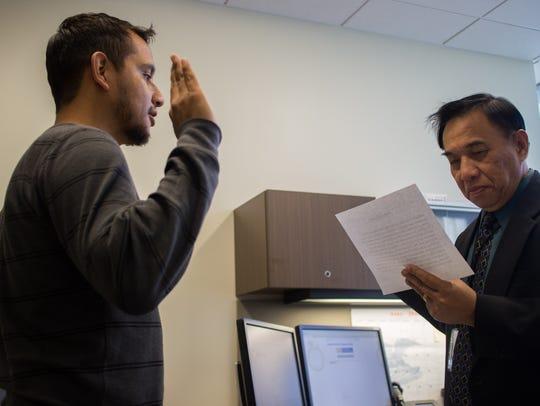 Según el plan de Stephen Miller, las personas que busquen obtener su 'green card' o ciudadanía serán bien investigados.