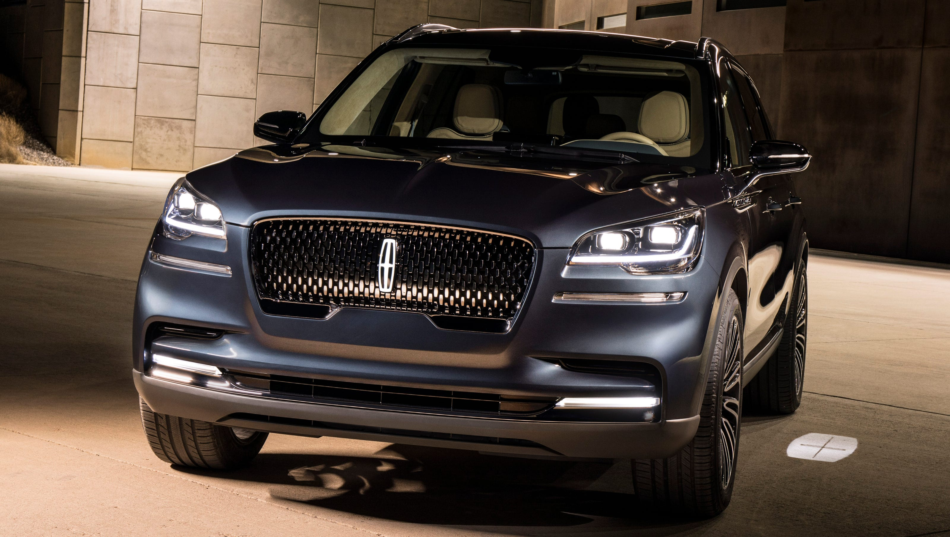 Lincoln Amps Up Design With Aviator Reboot