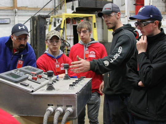 Students learned about the control panel of a horizontal