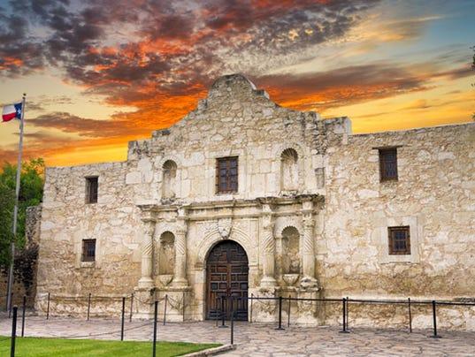 636348007359767087-3-Collette-San-Antonio-Tour-Alamo-1-.jpg