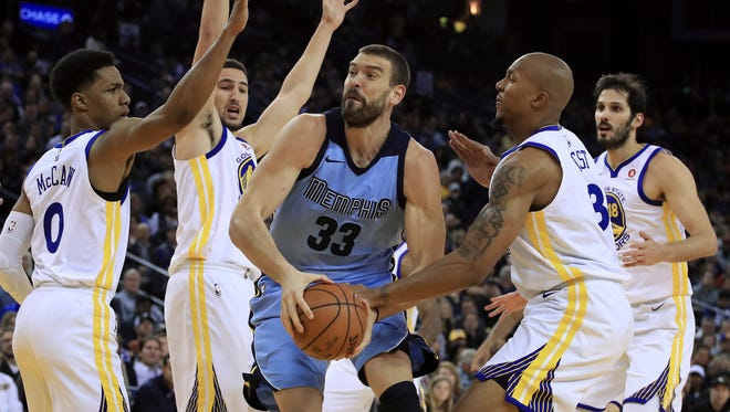 Memphis Grizzlies' Marc Gasol (33) drives the ball against Golden State Warriors' Patrick McCaw, Klay Thompson, David West and Omri Casspi, from left, during the first half of an NBA basketball game Wednesday, Dec. 20, 2017, in Oakland, Calif. (AP Photo/Ben Margot)