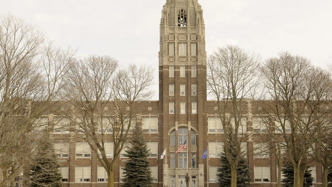 Exterior of Manitowoc Lincoln High School.
