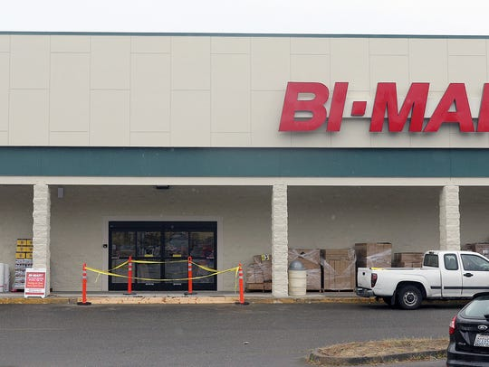 Customers sign up for membership cards at the new Bi-Mart