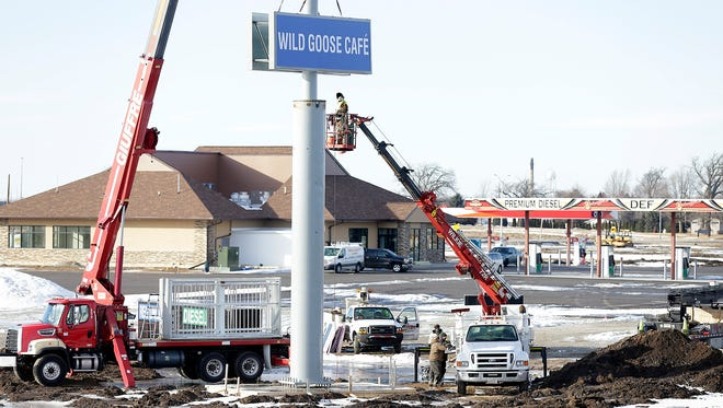 Construction workers erect a sign Wednesday February 21, 2018, at the new Heritage Ridge Travel Plaza at the intersection of State Highway 26 and US Highway 151 south of Waupun. Doug Raflik/USA TODAY NETWORK-Wisconsin