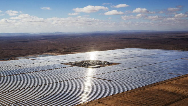 A new report indicates large renewable power plants like the Solana Generating Station near Gila Bend could help the state meet EPA's carbon rules.