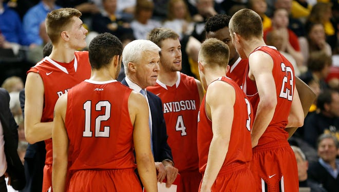 Davidson Wildcats head coach Bob McKillop (middle) talks to his team in the huddle against the Virginia Commonwealth Rams in the second half at Stuart Siegel Center. The Rams won 71-65.